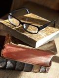 Alte Bücher und Brillen Lizenzfreie Stockbilder