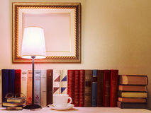 Alte Bücher und ein Tasse Kaffee Lizenzfreie Stockfotos