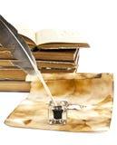 Alte Bücher und Feder Lizenzfreie Stockfotos