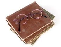 Alte Bücher und Gläser Lizenzfreies Stockbild