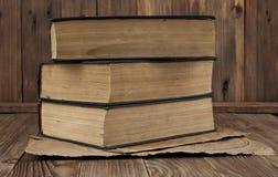 Alte Bücher und Karten Stockfotografie