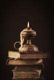 Alte Bücher und Kerze Lizenzfreie Stockfotografie