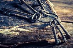 Alte Bücher und Schlüssel Lizenzfreie Stockbilder