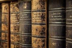 Alte Büchersammlung Stockbilder