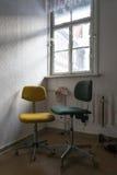 Alte Bürostühle Stockbilder
