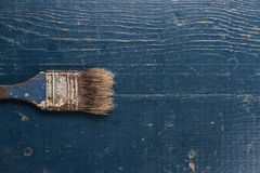 Alte Bürste auf dem Tisch Lizenzfreies Stockbild