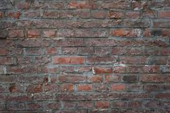 Alte Backsteinmauer als Hintergrund, Beschaffenheit oder Muster Dunkelrote und orange Backsteinmauer Plakat oder Abdeckung Lizenzfreie Stockfotografie