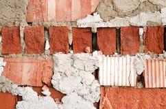 Alte Backsteinmauer, alte Beschaffenheit des roten Steins blockiert Nahaufnahme, Dachbodenst. Stockbild
