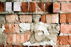 Alte Backsteinmauer, alte Beschaffenheit des roten Steins blockiert Nahaufnahme, Dachbodenst. Stockfotografie