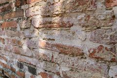 Alte Backsteinmauer , alte Beschaffenheit von roten Steinblöcken Stockbilder