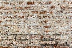 Alte Backsteinmauer des Hintergrundes des roten Backsteins mit schwarzen Flecken Lizenzfreies Stockbild