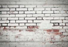 Alte Backsteinmauer des roten und weißen Ziegelsteines, bedeckt mit Gips in s Lizenzfreies Stockbild