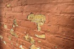 Alte Backsteinmauer, die im Verfall ist Stockfotografie