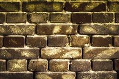 Alte Backsteinmauer für Beschaffenheit oder Hintergrund, Dunkelbraunes getont Lizenzfreies Stockfoto
