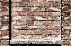Alte Backsteinmauer für Beschaffenheit oder Hintergrund, dunkelrote Farbe, Bauelemente als Ziegelstein füllten Rahmen Lizenzfreies Stockbild