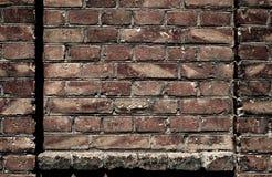 Alte Backsteinmauer für Beschaffenheit oder Hintergrund, dunkle Farbe, Bauelemente als Ziegelstein füllten Rahmen Lizenzfreie Stockfotos