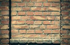 Alte Backsteinmauer für Beschaffenheit oder Hintergrund, dunkle Farbe, Bauelemente als Ziegelstein füllten Rahmen Lizenzfreies Stockfoto