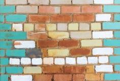 Alte Backsteinmauer gemalt in den verschiedenen Farben Lizenzfreie Stockbilder