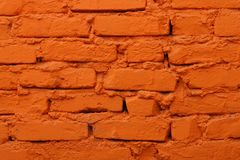 Alte Backsteinmauer gemalt in der orange Farbe Stockbilder