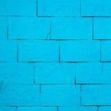 Alte Backsteinmauer gemalt mit blauer Farbe Lizenzfreies Stockfoto