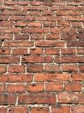 Alte Backsteinmauer hergestellt vom roten Backstein Lizenzfreies Stockfoto