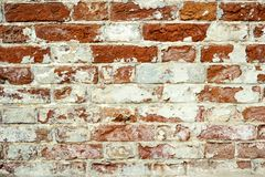Alte Backsteinmauer Kann als Postkarte verwendet werden Schäbige Gebäudefassade mit schädigendem Gips Lizenzfreie Stockfotos