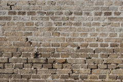Alte Backsteinmauer mit abgenutzten Steinen Lizenzfreies Stockfoto