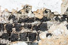 Alte Backsteinmauer mit dem schädigenden Gips Lizenzfreie Stockfotografie