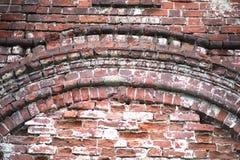 Alte Backsteinmauer mit einem Sprung Lizenzfreie Stockfotografie