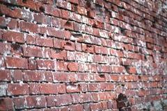 Alte Backsteinmauer mit einem Sprung Lizenzfreies Stockfoto