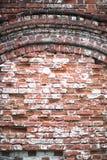Alte Backsteinmauer mit einem Sprung Stockbild