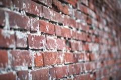 Alte Backsteinmauer mit einem Sprung Stockfotografie