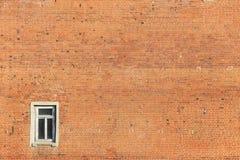 Alte Backsteinmauer mit Fenster Lizenzfreies Stockbild