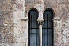 Alte Backsteinmauer mit Fenster, arabische Art Lizenzfreie Stockfotografie