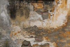 Alte Backsteinmauer mit gebrochenem Gips Hintergrund Stockfoto