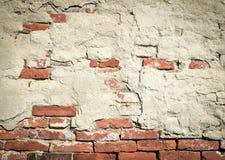 Alte Backsteinmauer mit gefallenem Gips Lizenzfreie Stockbilder
