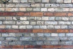 Alte Backsteinmauer mit Linien von Ziegelsteinen Stockfotos