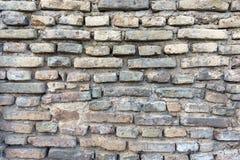 Alte Backsteinmauer mit Linien von Ziegelsteinen Stockbilder