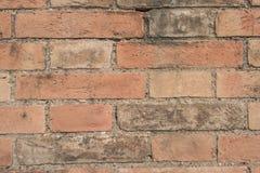 Alte Backsteinmauer mit Sprüngen und Kratzern Rastre Bild Stockbilder