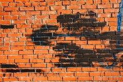Alte Backsteinmauer mit Stellen der Farbe der blauen und schwarzen Farbe Lizenzfreie Stockfotografie