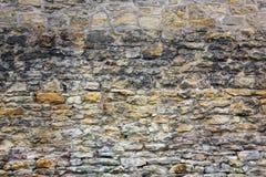 Alte Backsteinmauer mit unterschiedlicher Größe von Steinen Stockfotos
