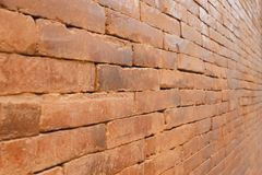 Alte Backsteinmauer mit vermindernder Perspektive Lizenzfreies Stockbild