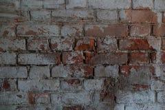 Alte Backsteinmauer mit Weiß und Hintergrund der roten Backsteine Weinlesebacksteinmauerbeschaffenheit Stockfotografie