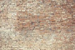 Alte Backsteinmauer mit weißer Farbenhintergrundbeschaffenheit Stockbild