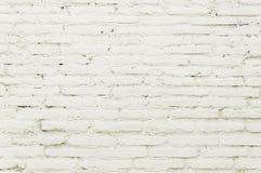 Alte Backsteinmauer mit weißer Farbenhintergrundbeschaffenheit Lizenzfreie Stockfotografie