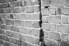 Alte Backsteinmauer Schwarzweiss-Foto mit Vignettierungseffekt stockbild