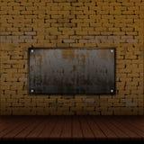 Alte Backsteinmauer und Bretterboden und rostiger Eisenrahmen Lizenzfreie Stockbilder