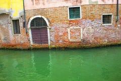 Alte Backsteinmauer in Venedig Lizenzfreies Stockfoto