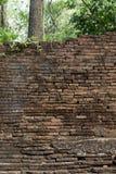 Alte Backsteinmauer verwitterter Hintergrund Lizenzfreie Stockfotos