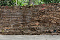 Alte Backsteinmauer verwitterter Hintergrund Stockfoto